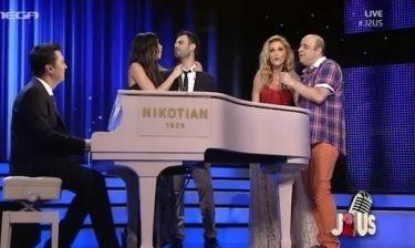 Τελικός «J2US»: Ο Θεοφάνους συνόδευσε στο πιάνο τους διαγωνιζόμενους