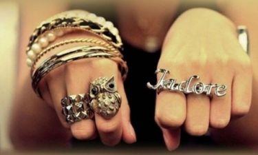 Το «μαγικό» τρικ για να αφαιρείτε πανεύκολα το δαχτυλίδι που... σφήνωσε στο δάχτυλό σας