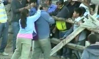 Ξεκαρδιστικό βίντεο: Τα έβαλε με τον ταύρο και τις έφαγε από τη γυναίκα του!