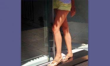Έχει καλλίγραμμα πόδια και είναι και μανούλα!