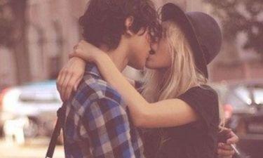 Πόσα δεν ήξερες! 12 χρήσιμες πληροφορίες που αγνοούσες για τα παθιασμένα φιλιά