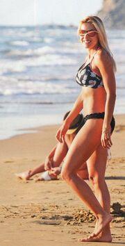 Έλενα Παπαβασιλείου: Μια… γοργόνα στην παραλία