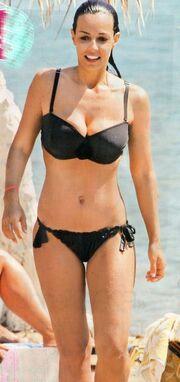 Όλγα Λαφαζάνη: Μαγνήτισε τα βλέμματα στην παραλία