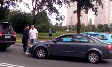 Ρωσία: Σχιζοφρενής οδηγός έβγαλε… τσεκούρι! (video+photos)