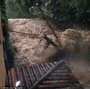 Η πυροσβεστική έσωσε οικογένεια διάσημου ηθοποιού από το πλημμυρισμένο σπίτι τους