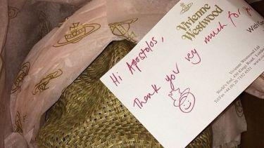 Πήρε δώρο από την Vivienne Westwood!