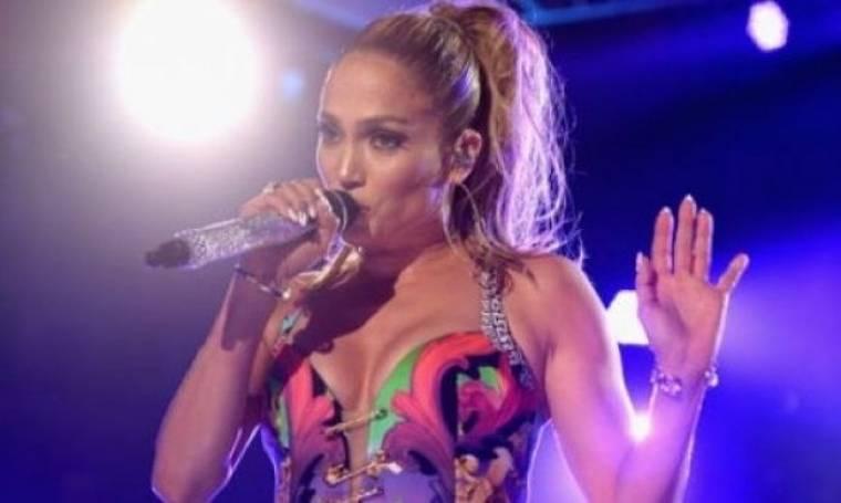 Η Jennifer Lopez γκρεμοτσακίστηκε στη σκηνή! Δείτε τη φωτογραφία με τα τραύματά της