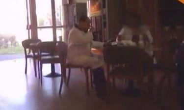 Δείτε το Μπερλουσκόνι με λευκή στολή στο γηροκομείο
