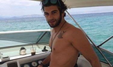 Ο Μάνος Ιωάννου δαμάζει τα κύματα!