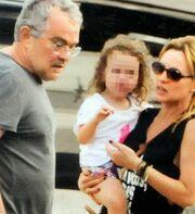 Πέγκυ Ζήνα – Γιώργος Λύρας: Απόδραση με την κόρη τους στην Αίγινα!