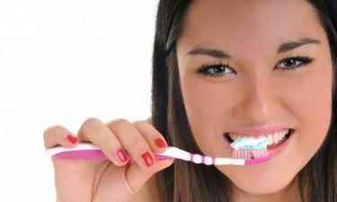 Προσοχή: Από ποιες σοβαρές ασθένειες κινδυνεύετε αν δεν φροντίζετε τα δόντια σας