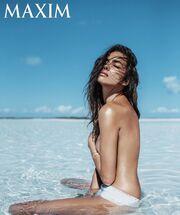 Irina Shayk: Δείτε την 28χρονη σύντροφο του Ronaldo ημίγυμνη στη θάλασσα