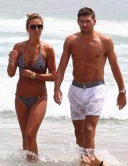 Χαλαρώνει στην Ibiza ο Steven Gerrard