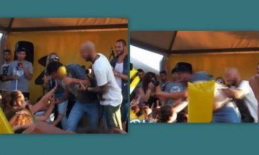 Τραγουδιστής «τα πήρε» και έριξε ραδιοφωνικό παραγωγό από το stage- Τι συνέβη; (video)