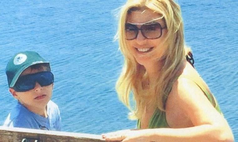 Χριστίνα Πολίτη: Διακοπές στην Πήλο με το γιο της!