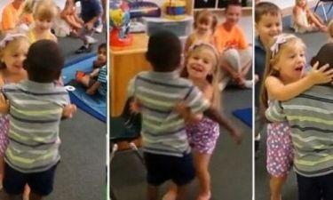 Τα πιτσιρίκια δείχνουν τον δρόμο! Μήνυμα αγάπης από τετράχρονα κατά του ρατσισμού! (βίντεο)