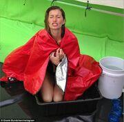 Κι όμως η Gisele δουλεύει κάτω από αντίξοες συνθήκες- Δείτε φωτο