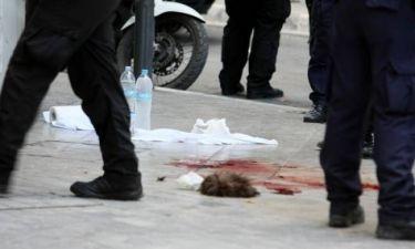Σύλληψη Μαζιώτη: Στο πεζοδρόμιο η περούκα του τρομοκράτη (pics)