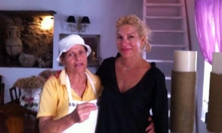 Ελένη Μενεγάκη: Κι όμως είναι η παρουσιάστρια στην Κύθνο… τώρα! (Nassos blog)