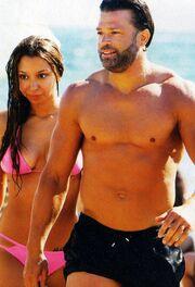 Με νέα σύντροφο στην παραλία της Βούλας ο…