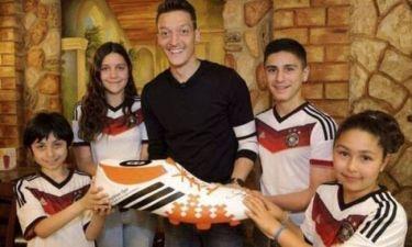 Μουντιάλ 2014 - Γερμανία: Χρήματα σε άρρωστα παιδιά ο Οζίλ