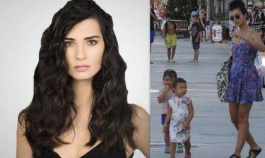 Η πρωταγωνίστρια της σειράς «Διαμάντια και έρωτας» βόλτα με τα παιδιά της! (φωτο)