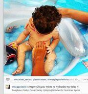 Οι τρυφερές στιγμές με τον ανιψιό της στην πισίνα!