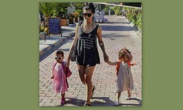 Τουμπά Μπουγιουκουστούν: Διακοπές με τις κόρες της