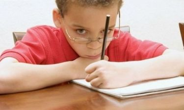 Το παιδί μου είναι αριστερόχειρας. Τι πρέπει να κάνω; Συμβουλεύει η ψυχολόγος Αλεξάνδρα Καππάτου