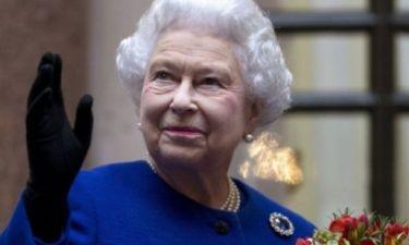 H βασίλισσα κατακτά τα social media! H Queen Elizabeth έκανε το πιο χαμογελαστό photobomb