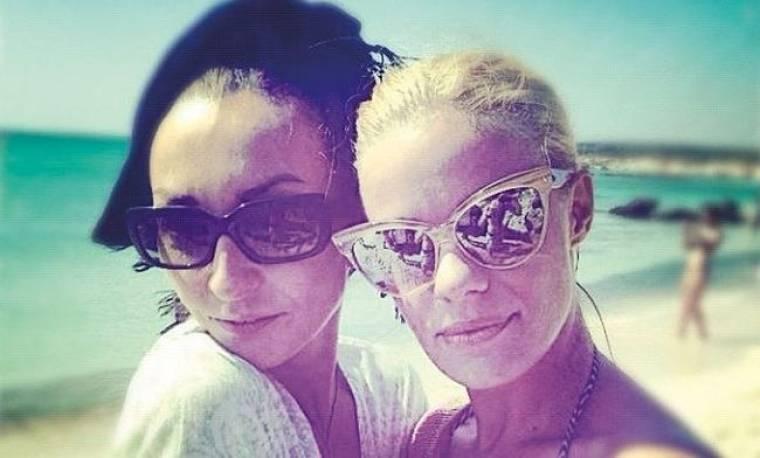 Ρούλα Ρέβη: «Κολλητή μου, δοκιμασμένη με χιλιάδες τρόπους, είναι μόνο η Ζέτα Μακρυπούλια»