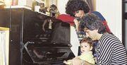 Βίσση-Καρβέλας: Αδημοσίευτες φωτογραφίες από την οικογενειακή τους ζωή με την Σοφία