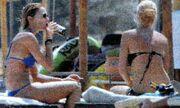 Ποια είναι η παρέα της Τζένης Μπαλατσινού στην Πάτμο;