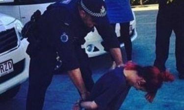 Συνέλαβαν διάσημη τραγουδίστρια και η φωτογραφία προκάλεσε πανικό στα social media!