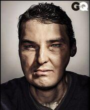 Συγκλονιστικό εξώφυλλο περιοδικού με παραμορφωμένο άντρα