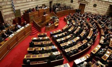 Έλληνας πολιτικός γίνεται τραγουδιστής
