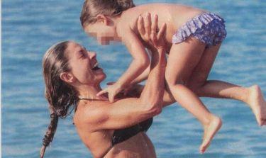 Κατερίνα Λάσπα: Παιχνίδια με την κόρη της στην παραλία