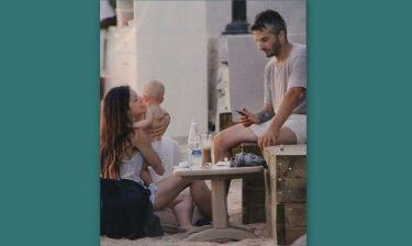 Καρβέλα- Πανουργιάς: Στην Μύκονο με τον γιο τους