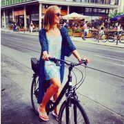 Δείτε την Χουρέμ να κάνει ποδήλατο!