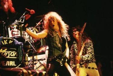Απολαυστικό: Δείτε πώς είναι σήμερα οι μαλλιάδες χεβυμεταλλάδες των '80s!