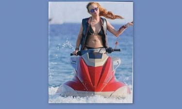 Lindsay Lohan: Κάνει jet ski στην Μύκονο