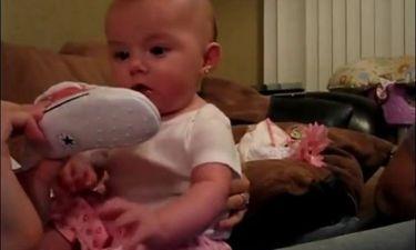 Τι γίνεται όταν ένας μπαμπάς τρομάζει το μωρό του; Δείτε το πιο ξεκαρδιστικό βίντεο του youtube!