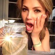 Τραγουδίστρια αφαίρεσε τα πλευρά της και έβγαλε selfie