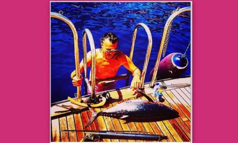 Ο Δήμαρχος Μαραθώνα έπιασε… ένα τεράστιο ψάρι!