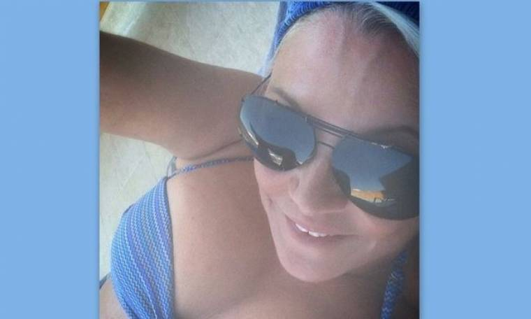 H selfie της Κορομηλά από την παραλία!