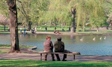 "Robin Williams: Ζητούν να γίνει άγαλμα στο παγκάκι του ""Good Will Hunting"""