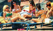 Κατερίνα Καινούργιου: Στην παραλία με τις φίλες της