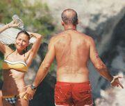 Μπαλατσινού-Κωστόπουλος: «Τρελά» παιχνίδια στη θάλασσα! (φωτό)