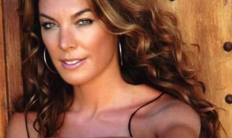 To απίστευτο κορμί της Τατιάνας! Δείτε την με κοραλί μπικίνι
