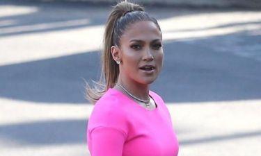Jennifer Lopez: «Ως γονιός προσπαθείς να ελέγχεις τι παρακολουθούν τα παιδιά»